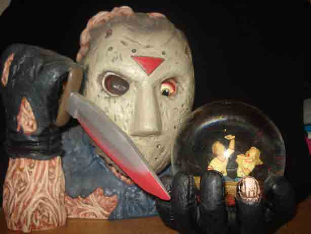 FRIDAY THE 13th JASON CINEMA SCREAMS WATER GLOBE